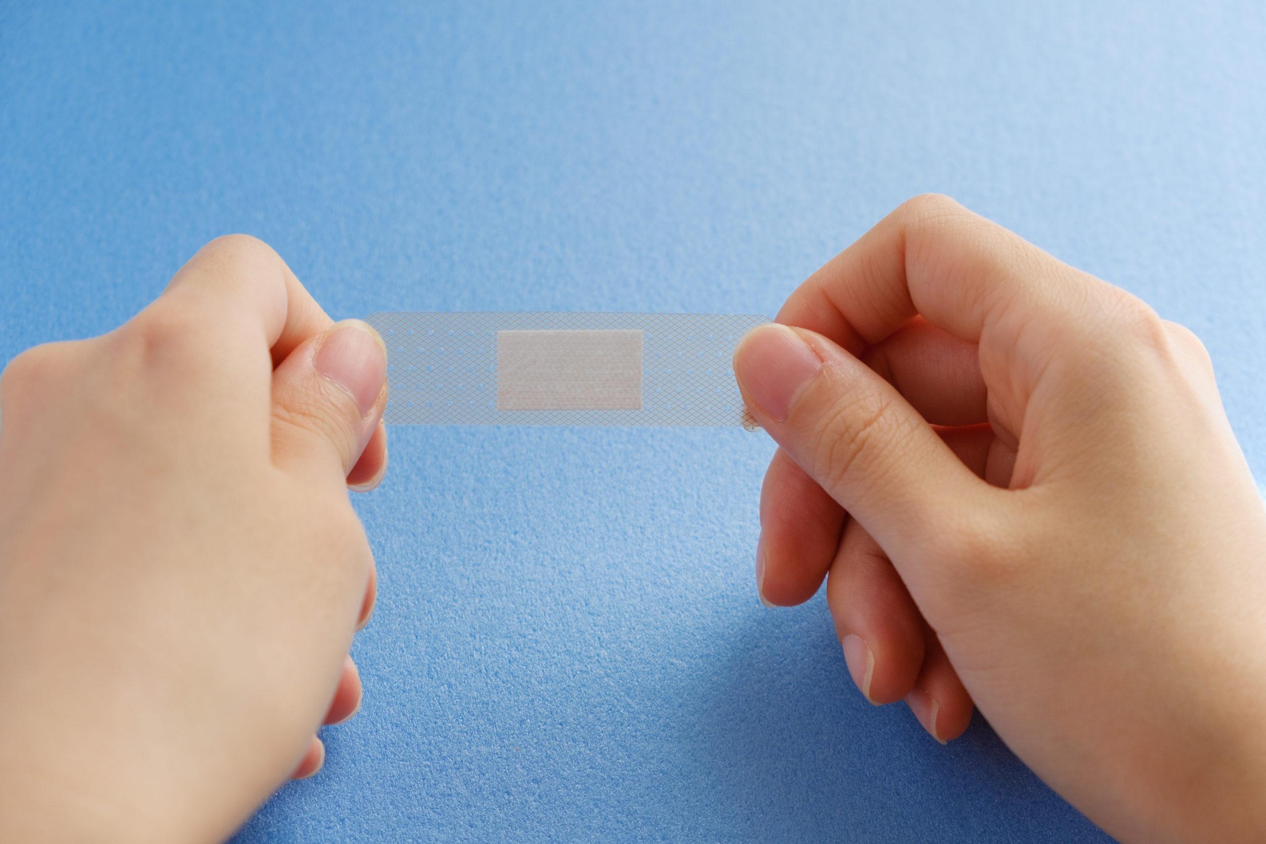 絆創膏で指の付け根を保護