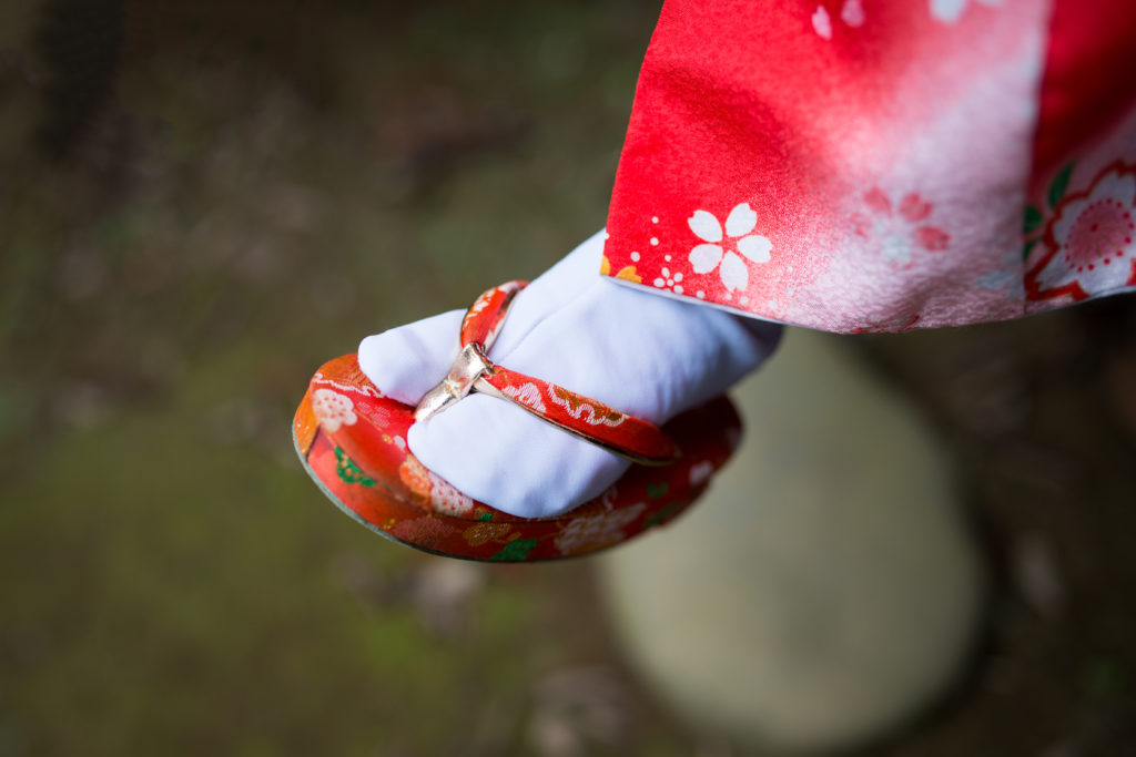 【ママ必見!?】足が痛くならない七五三の草履の選び方&鼻緒の緩め方