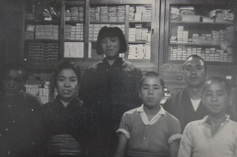 戦前上田嘉一朗商店店内の様子