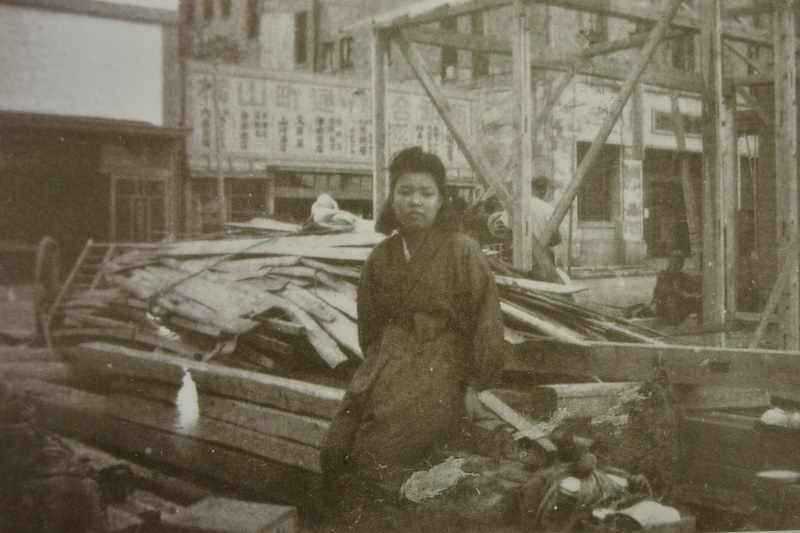 1945年(昭和20年)頃上田嘉一朗商店建設中 (現)東京都中央区日本橋横山町8-9