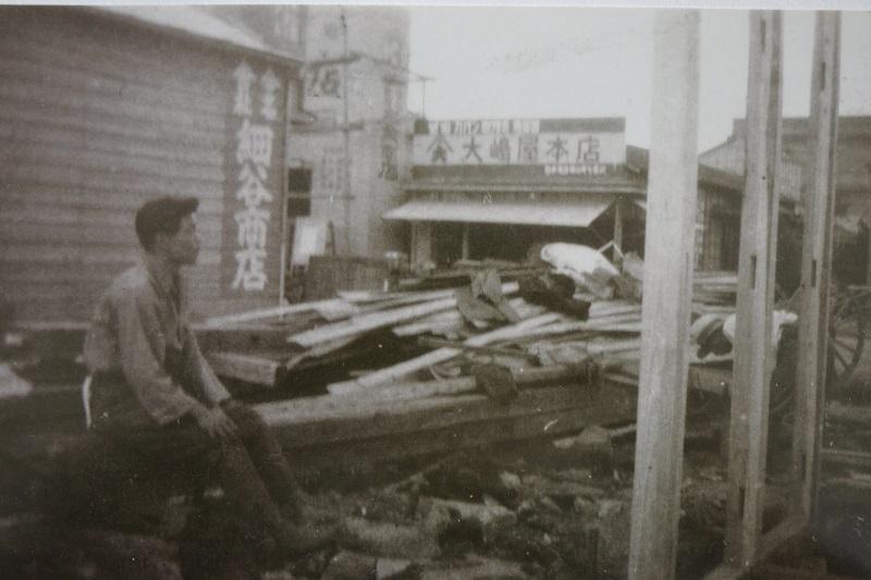 1945年(昭和20年)頃上田嘉一朗商店建設中 (現)東京都中央区日本橋横山町8-9 細谷商店看板