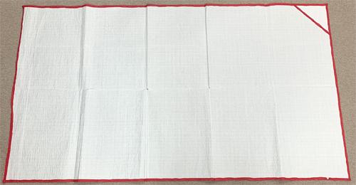 振袖のたたみ方 Step1.衣裳敷(いしょうじき)または布を敷く