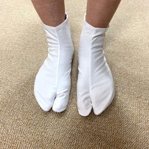 足袋の履き方step5:足にフィットするよう整える
